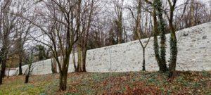 Le mur d'enceinte rénové à la Sarra